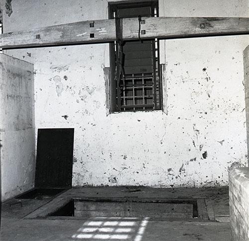 gallows-smallNTRS-3823-BW-726-image-002